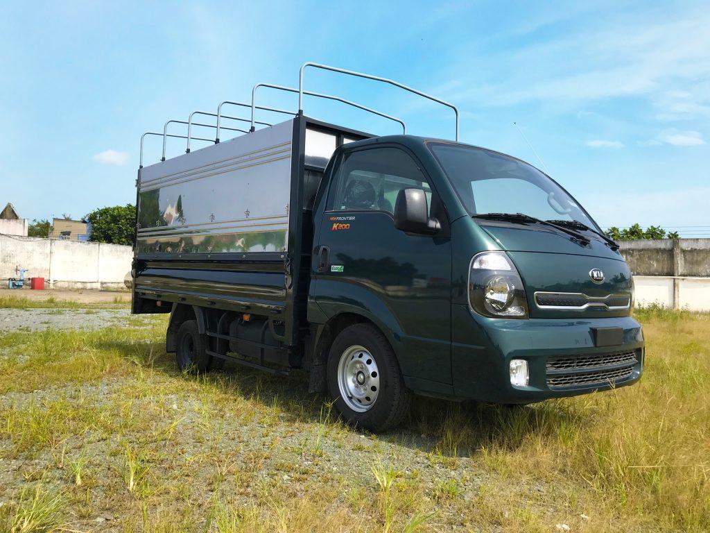 Xe tải nhẹ Thaco Kia K200 thùng Mui Bạt Bửng màu Xanh Rêu