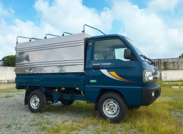bên-hông-lơ-xe-tải-thaco-towner-800-thùng-bạt-xanh-dương