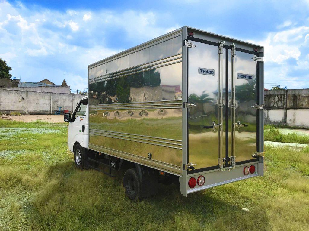 phía-sau-thùng-xe-xe-tải-kia-k200-thùng-kín