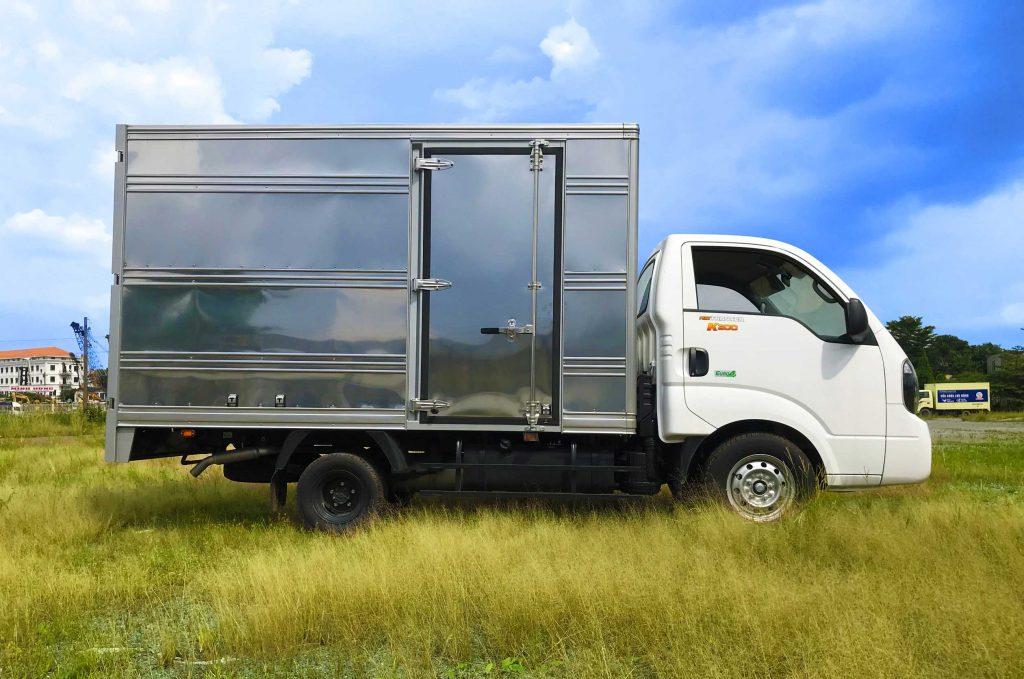 Bên-hông-lơ-xe-tải-kia-k200-thùng-kín