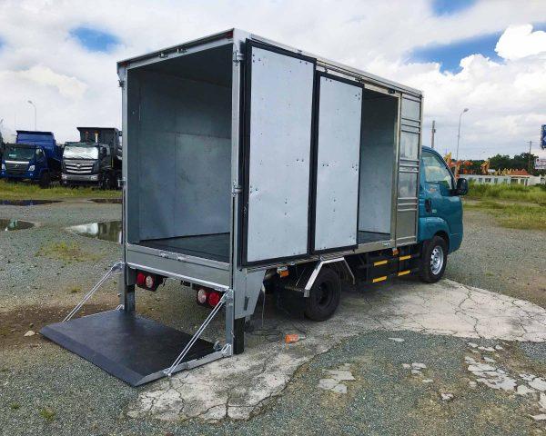 bửng-nâng-xe-tải-kia-k200-thùng-kín-bửng-nâng