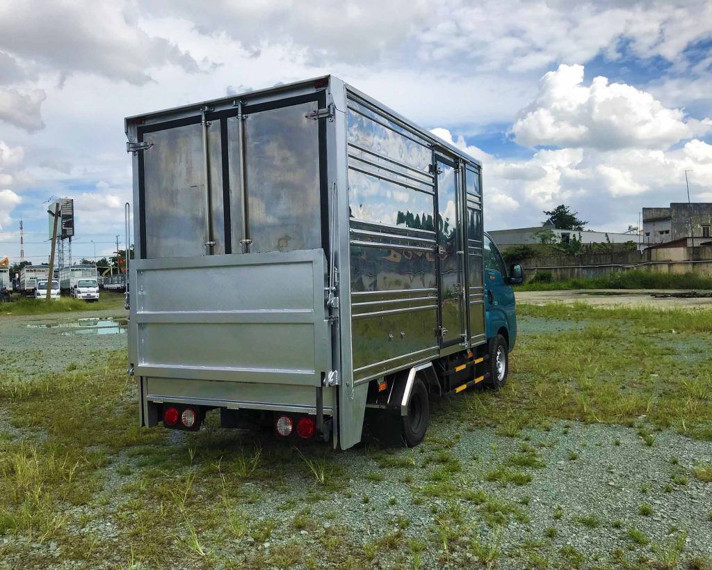 phía-sau-thùng-xe-tải-kia-k200-thùng-kín-bửng-nâng