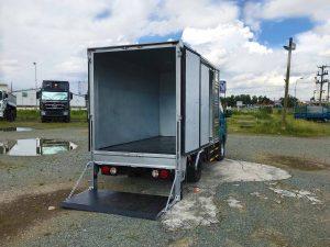 bên-trong-thùng-xe-tải-kia-k200-thùng-kín-bửng-nâng