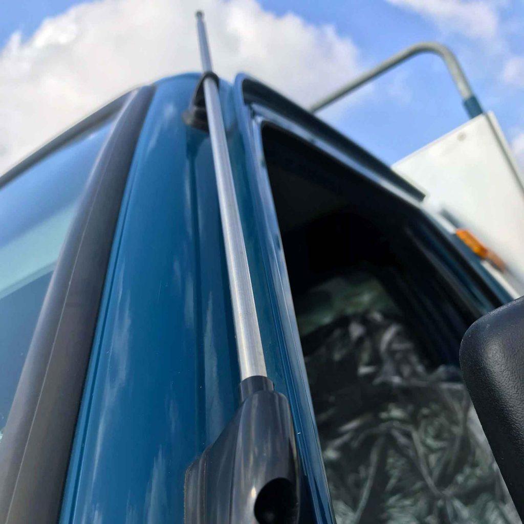 cần ăng ten trên xe tải nhỏ thaco towner 800