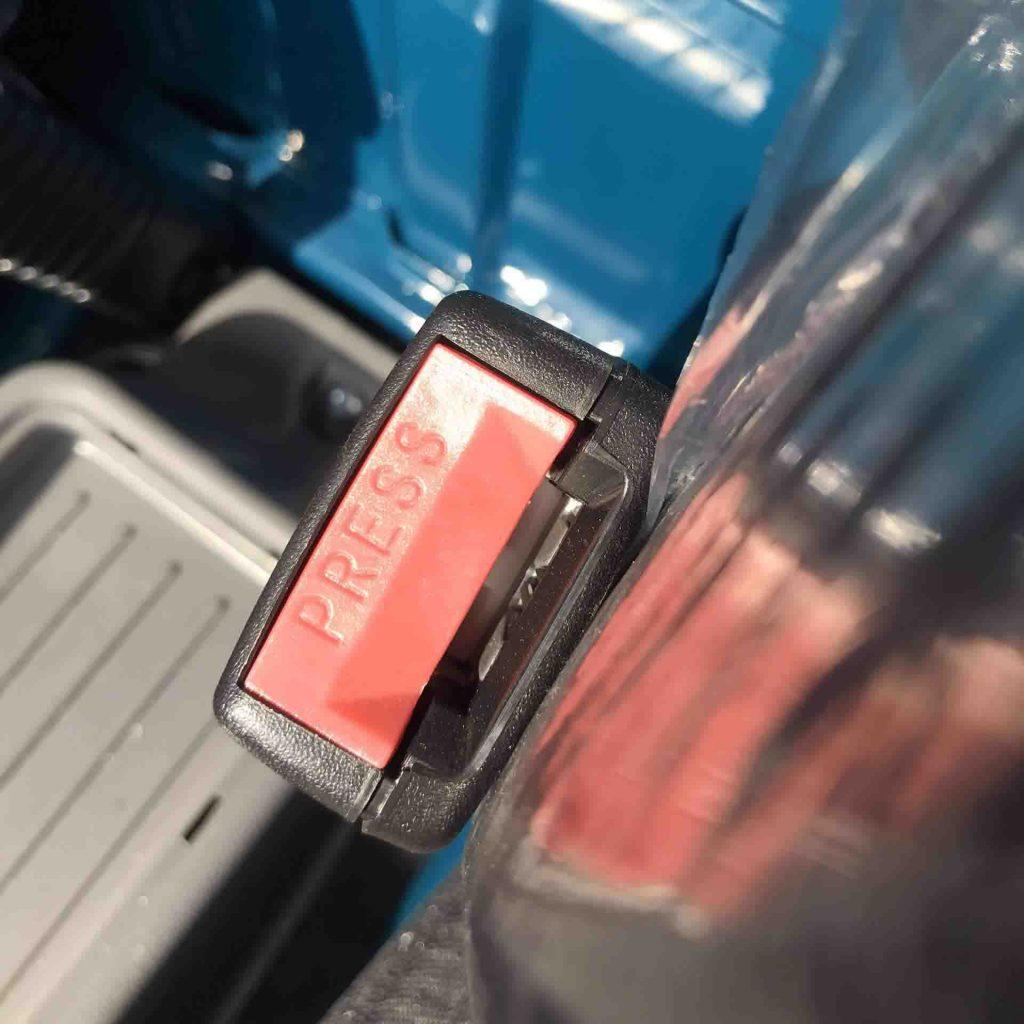 chốt cắm đai an toàn trên xe tải nhỏ thaco towner 800