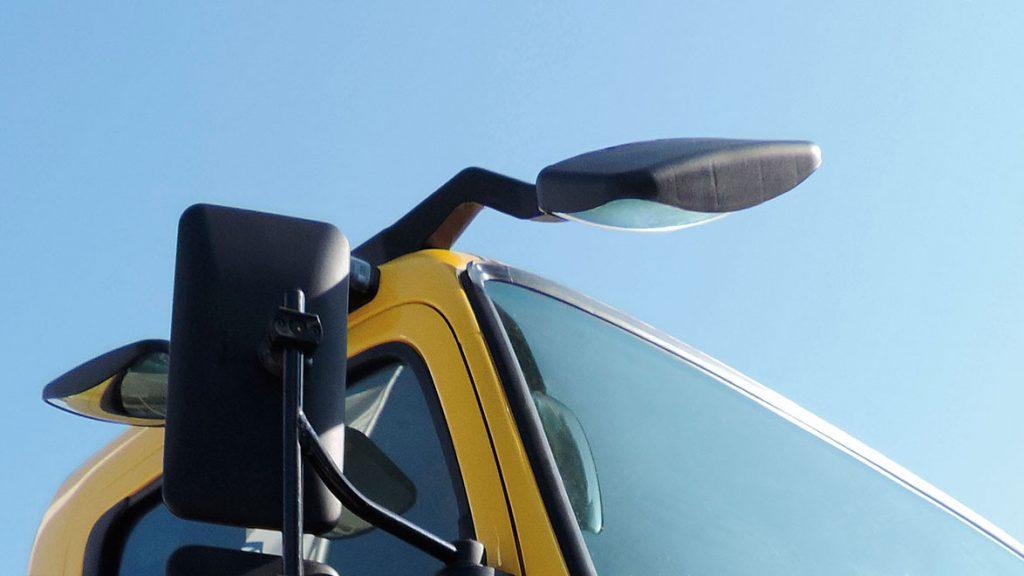 Kính hậu xe tải mitsubishi fuso canter 10.4
