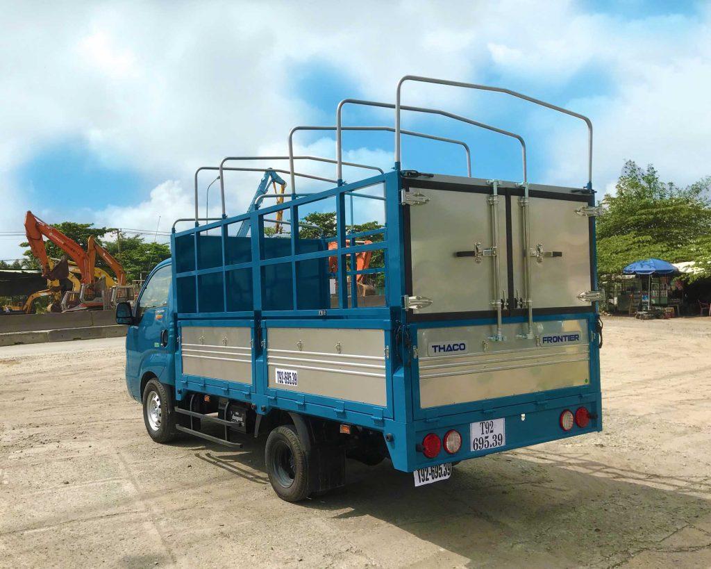 phía-sau-thùng-Xe-tải-Thaco-Kia-K200-Thùng-Mui-Bạt-5-bửng