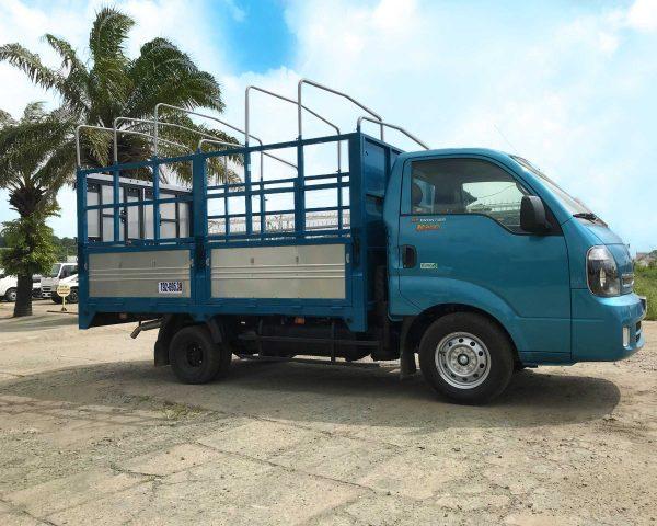 bên-hông-thùng-Xe-tải-Thaco-Kia-K200-Thùng-Mui-Bạt-5-bửng