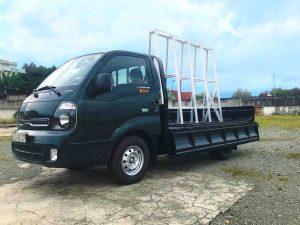 bên-hông-tài-xe-tải-kia-k200-chở-kiếng-đá-hoa-cương