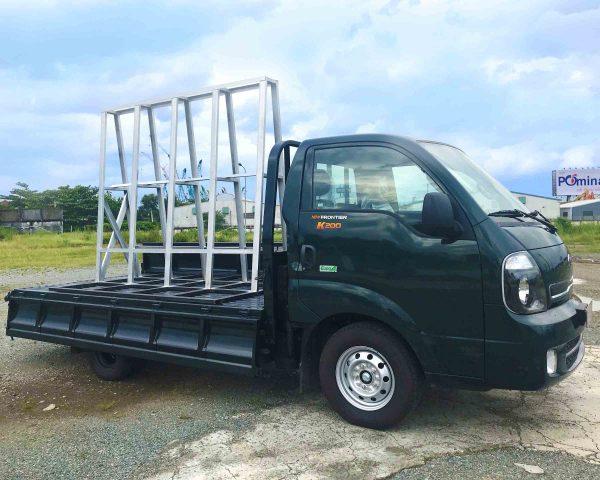 mở-bửng-xe-tải-kia-k200-chở-kiếng-đá-hoa-cương