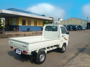 phía-đuôi-xe-tải-thaco-towner-800-thùng-lửng