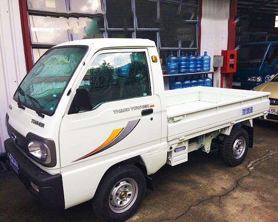 Xe-tải-thaco-towner-800-thùng-lửng-màu-trắng-(1)