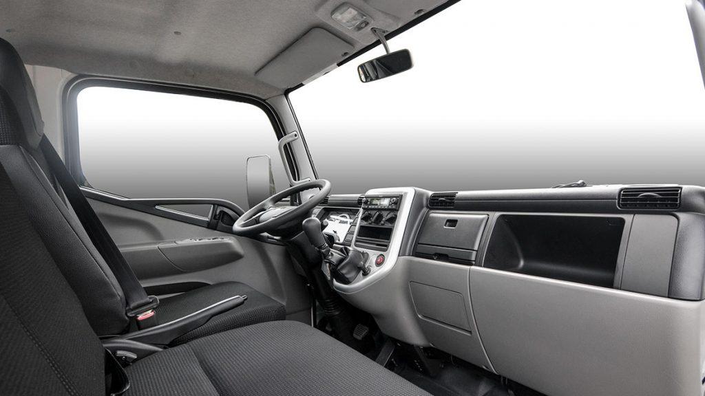 tổng thể nội thất cabin xe tải nhẹ thaco fuso canter 4.99