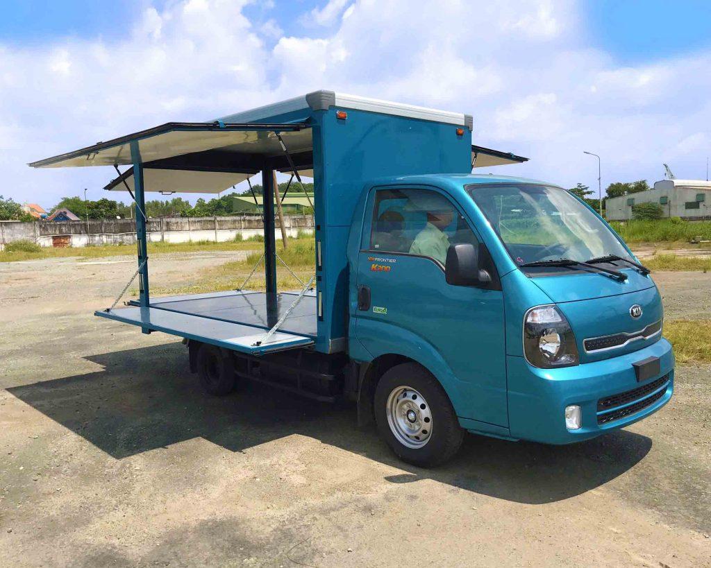 bên-hông-lơ-xe-tải-kia-k200-thùng-kín-cánh-dơi