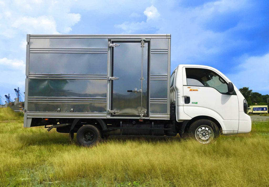 xe tải kia k200 thùng kín màu trắng